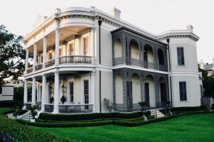 Read more about the article Garden District Walking Tour